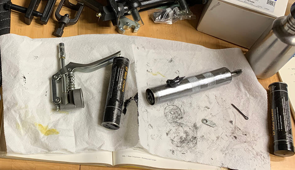 How to Keep a Grease Gun From Leaking